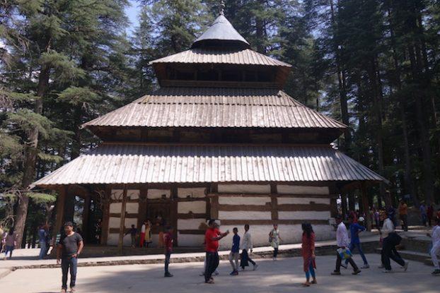 Temple de Hadimba manali inde photo voyage tour du monde https://yoytourdumonde.fr