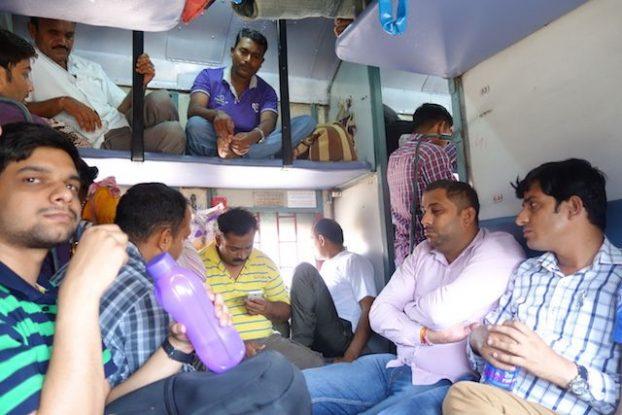 Il y a différentes façon de visiter la ville d'Agra en Inde le bus ou le train photo voyage tour du monde https://yoytourdumonde.fr
