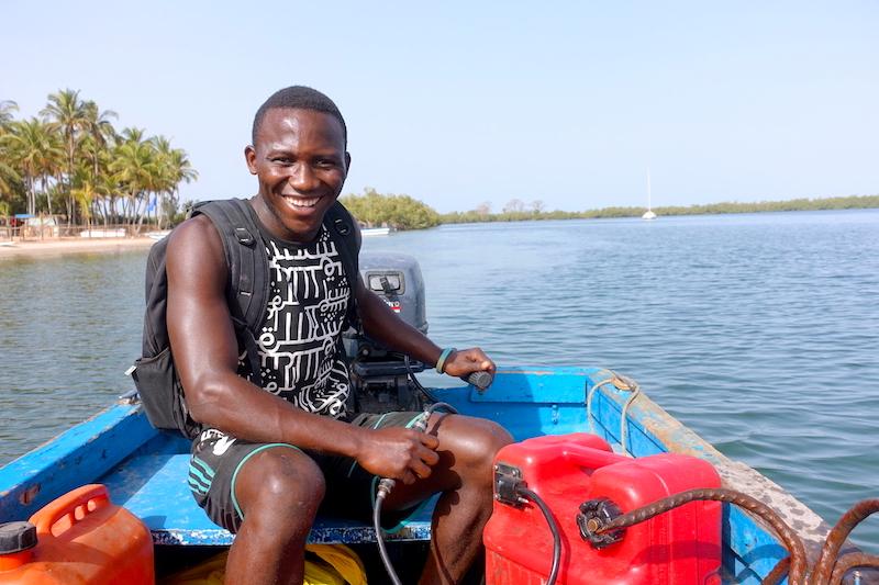 Comment aller sur l'ile des féticheurs ou ile d'Ehidje en bateau photo blog voyage tour du monde https://yoytourdumonde.fr