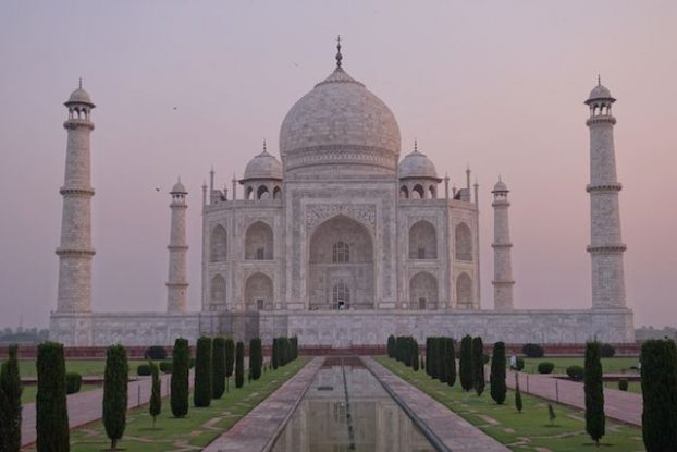 La beauté du Taj Mahal le matin photo blog tour du monde agra inde https://yoytourdumonde.fr