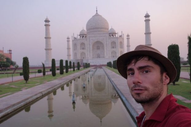 Yohann Taillandier du blog yoytourdumonde visite le Taj Mahal Photo blog voyage tour du monde https://yoytourdumonde.fr