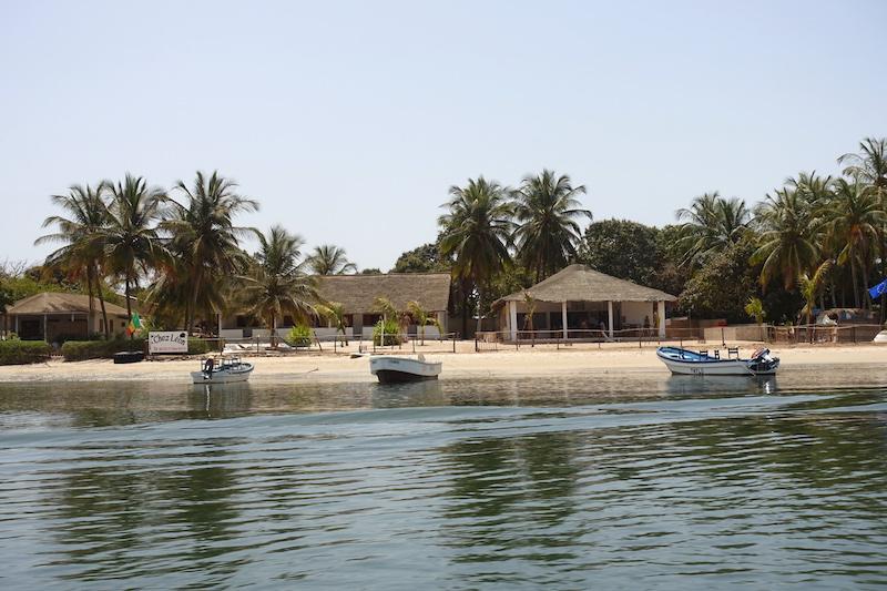 Vous pouvez dormir chez Leon en Casamance au Sénégal sur L'ile d'Ehidje ou Ile des Féticheurs photo blog voyage tour du monde https://yoytourdumonde.fr