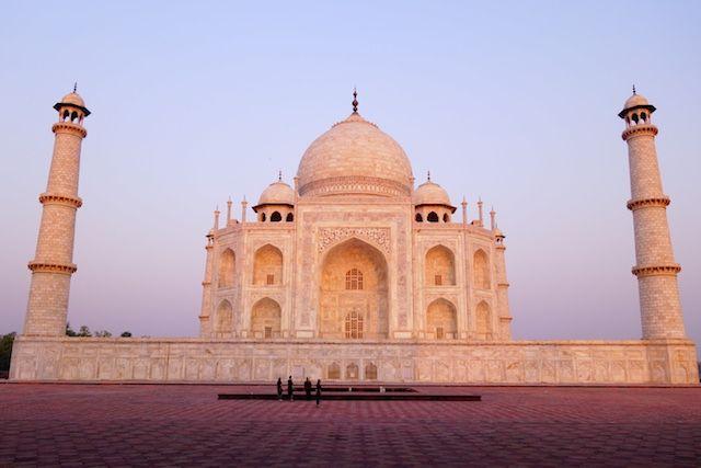 Superbe leve du soleil ou les couleurs du Taj Mahal sont hallucinantes photos blog voyage tour du monde http://yoytourdumonde.fr