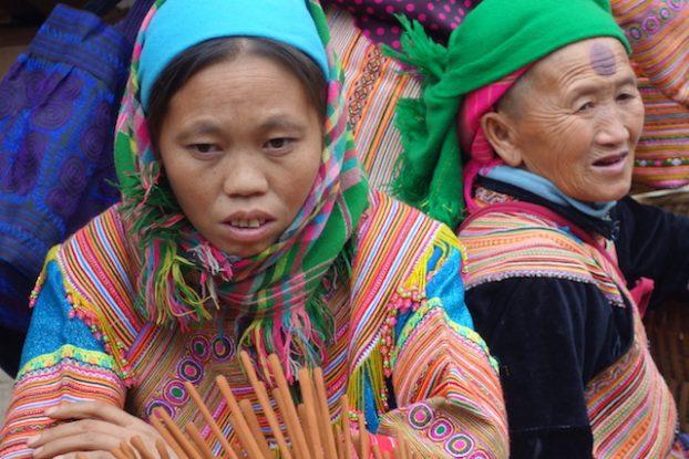Femmes issues des minorités ethniques au marché de Bac Ha