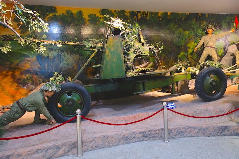 Armes vietnamiennes durant la guerre de Dien Bien Phu photo blog voyage tour du monde http://yoytourdumonde.fr