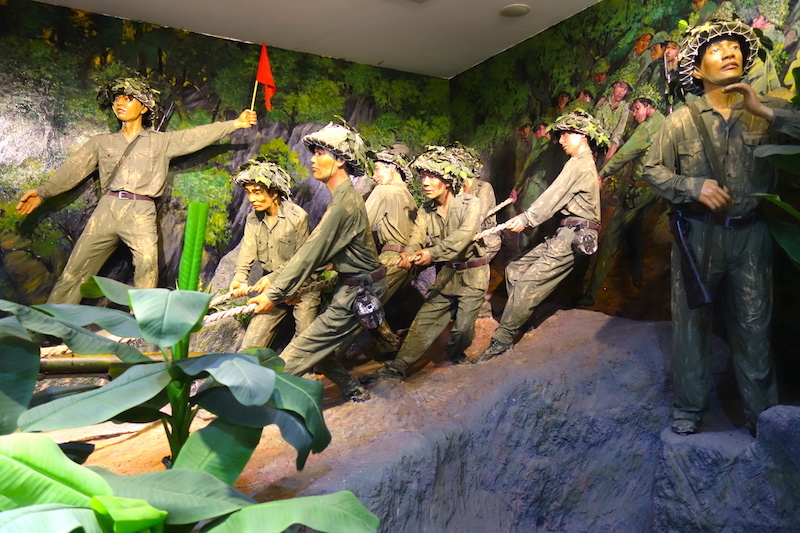 Musée de Dien Bien Phu soldats guerre indochine photo blog voyage tour du monde http://yoytourdumonde.fr