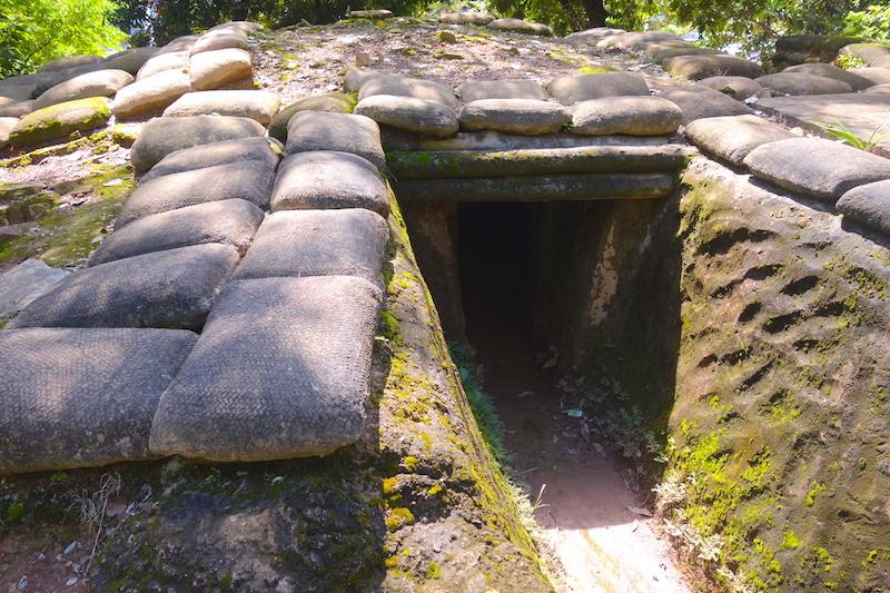 Bunker français à Dien Bien Phu photo blog voyage tour du monde http://yoytourdumonde.fr