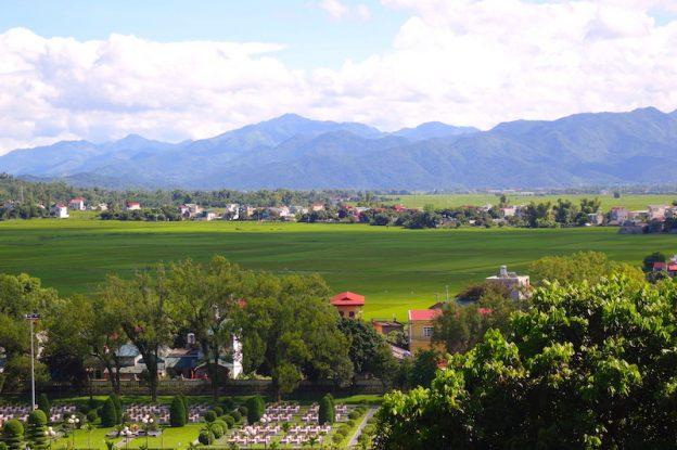 plaine de Dien Bien Phu au vietnam guerre indochine photo blog voyage tour du monde https://yoytourdumonde.fr