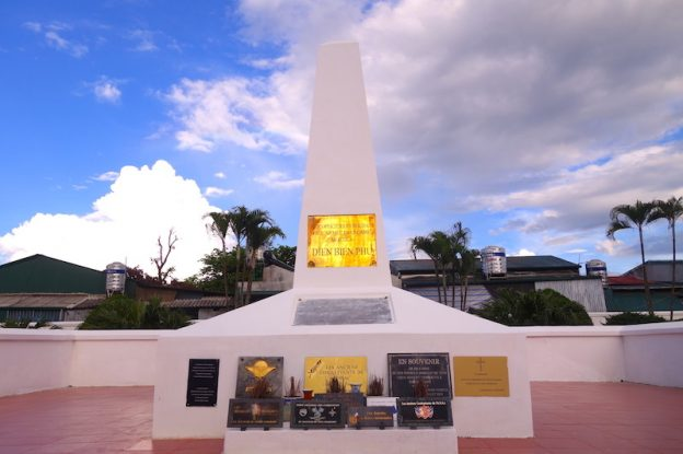 Mémorial Dien Bien Phu soldats français guerre indochine photo blog voyage tour du monde https://yoytourdumonde.fr