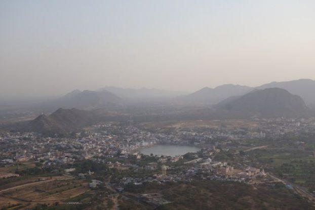 Pushkar de jour photo prise du Savitri Temple photo blog voyage tour du monde https://yoytourdumonde.fr