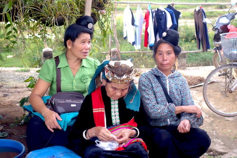 minorité ethniques photo blog voyage tour du monde marché dien bien phu http://yoytourdumonde.fr
