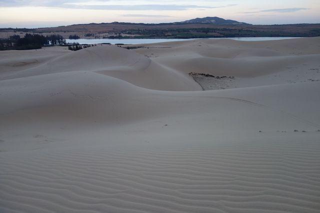 Au petit matin les dunes de sables dans le magnifiques desert de Mui Ne dans le sud du vietnam blog http://yoytourdumonde.fr