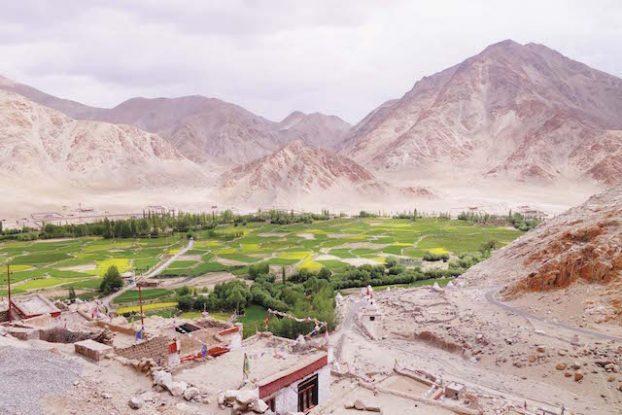 Lamayuru est un enorme coup de coeur, mon monastere au Ladakh préféré photo blog voyage tour du monde https://yoytourdumonde.fr