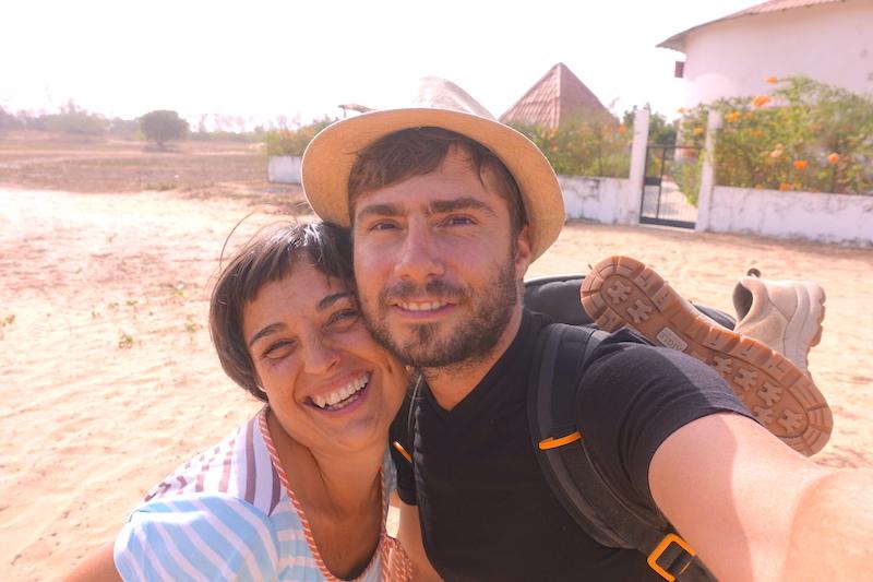 Selfie casamance senegal avec Noelia hotel diembering photo blog voyage tour du monde https://yoytourdumonde.fr
