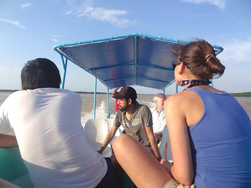 C'est en lancha (bateau) que vous allez découvrir la magnifique réserve naturelle de Celestun au Mexique photo blog voyage tour du monde travel https://yoytourdumonde.fr