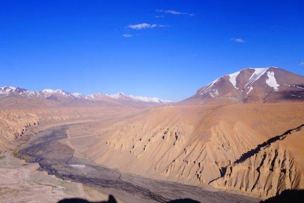 Le voyage en jeep Manali - Leh est horrible car vraiment long pourtant je le conseil car vous allez voir des paysages à couper le souffle! Photo blog voyage tour du monde https://yoytourdumonde.fr