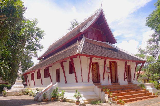 Laos: Temple à Luang Prabang photo blog voyage tour du monde https://yoytourdumonde.fr
