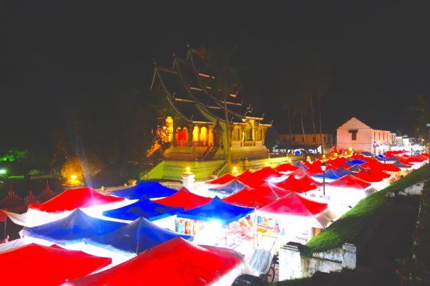 Superbe marché nocture de Luang Prabang au Laos photos blog voyage tour du monde https://yoytourdumonde.fr