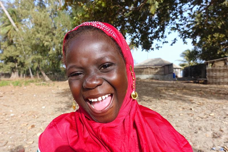 Une habitante de Carabane au Sénégal photo blog voyage tour du monde https://yoytourdumonde.fr