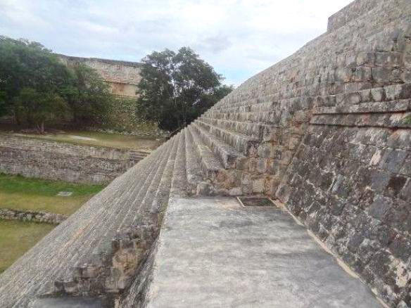 Grande pyramide Uxmal Mexique photo blog voyage tour du monde https://yoytourdumonde.fr
