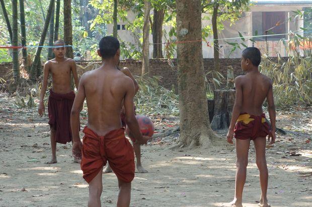 moine-bouddhiste-sexy-birmanie-travelling-voyage