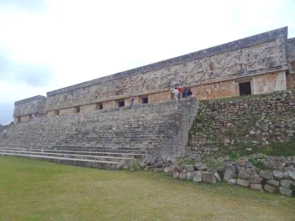 Le magnifique Palais du Gouverneur d'Uxmal site maya Mexique photo blog voyage tour du monde https://yoytourdumonde.fr
