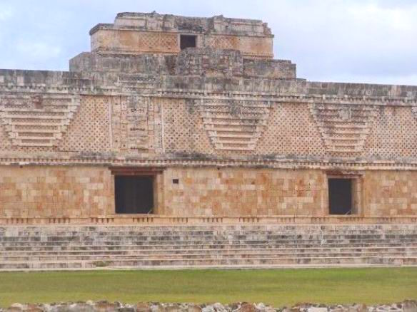 Magnfiique temple site Maya Uxmal Mexique photo blog voyage tour du monde https://yoytourdumonde.fr