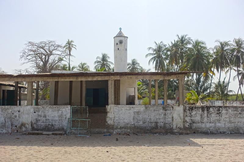 La mosquée de Carabane au Sénégal en Afrique photo blog voyage tour du monde https://yoytourdumonde.fr