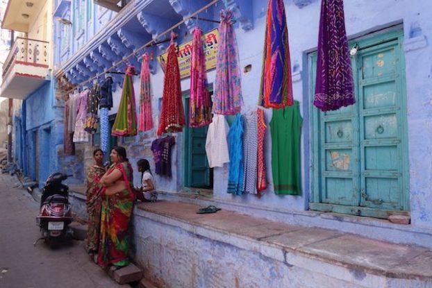 Anciennement le bleu était la couleur des brahmans mais à Jodhpur toute l'ancienne ville est bleu photo voyage tour du monde https://yoytourdumonde.fr