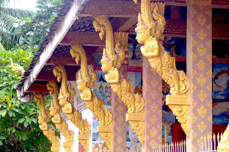 Luang Prabang est un haut lieu du bouddhisme avec 33% de la superficie de la ville qui rassemble des temples bouddhistes au Laos. Photo blog voyage tour du monde http://yoytourdumonde.fr