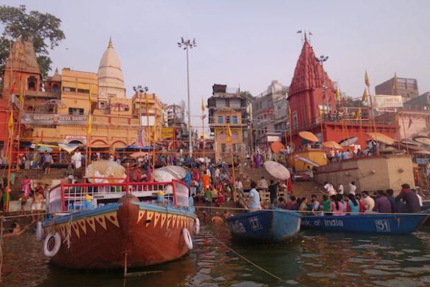 Quels bateaux choisir pour visiter Varanasi et le Gange? Photo blog voyage tour du monde https://yoytourdumonde.fr