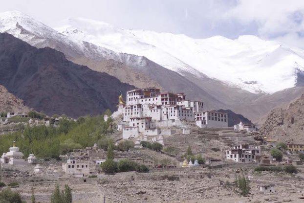 Climat semi-desertique, encerclé par les montagnes de l'Himilaya et les monasteres le Ladakh est une region magnifiique
