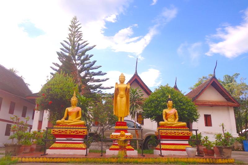Laos: Temple à Luang Prabang photo blog voyage tour du monde http://yoytourdumonde.fr