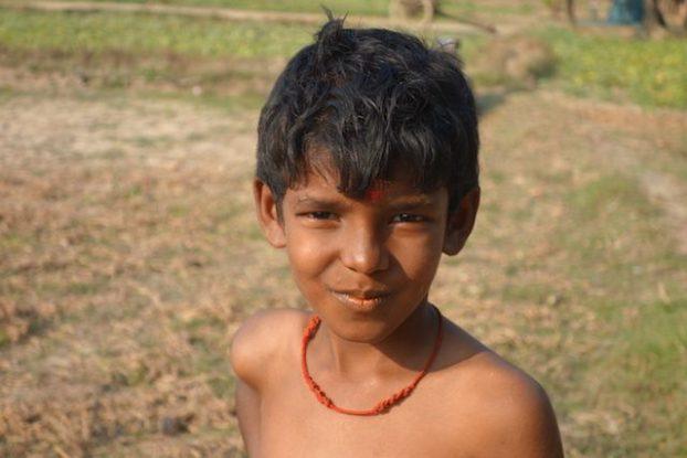 portrait jeune hindouiste durant une fete en hommage a shiva du cote de la birmanie pres de Mawlamyine sur l'ile de l'ogre photo blog tour du monde voyage https://yoytourdumonde.fr