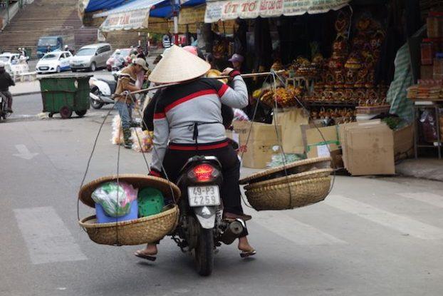 Vietnam - Dalat: Attention sur les routes parfois les vehicules ne sont pas tres stables!