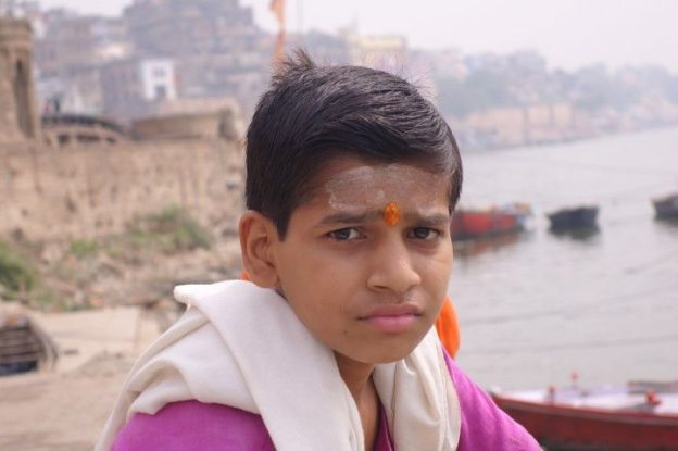jeunes hindouistes photo blog voyage tour du monde https://yoytourdumonde.fr