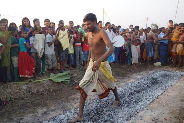 cemeronie pour shiva fete de pandyale du cote de la birmanie sur l'ile de l'ogre pres de Mawlamyine photo blog tour du monde https://yoytourdumonde.fr