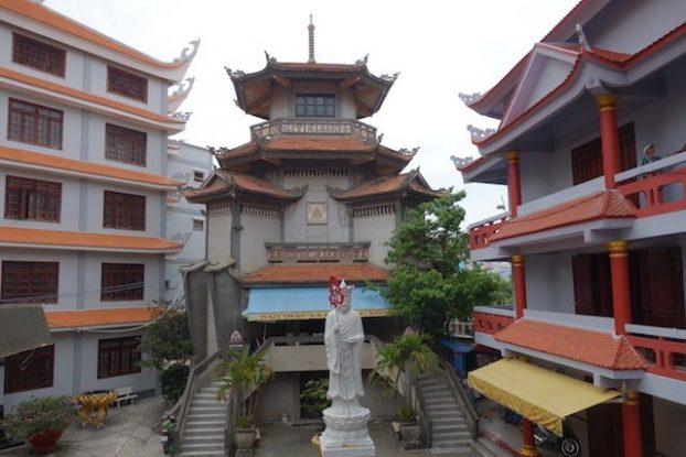 Vietnam: Et si vous vous perdiez dans la plus grande ville du pays pour découvrir temples et architectures surprenantes.