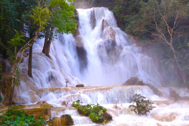 Kuang Si falls cascade laos luang prabang magniifique cascade photo blog voyage tour du monde https://yoytourdumonde.fr