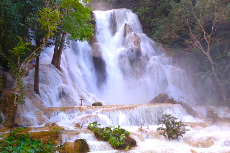Kuang Si falls cascade laos luang prabang magniifique cascade photo blog voyage tour du monde http://yoytourdumonde.fr