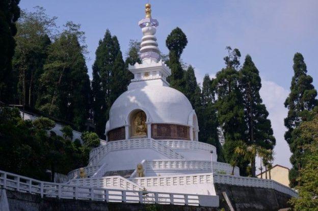 Magnifique templeJapanese Peace Pagoda photo voyage tour du monde https://yoytourdumonde.fr