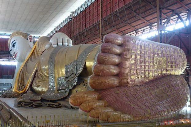 Les dessous de pieds de Bouddha rende chance il vous faut trouver votre signe selon votre lieu de naissance et le jour photo blog voyage Chaukhtatgy Paya https://yoytourdumonde.fr