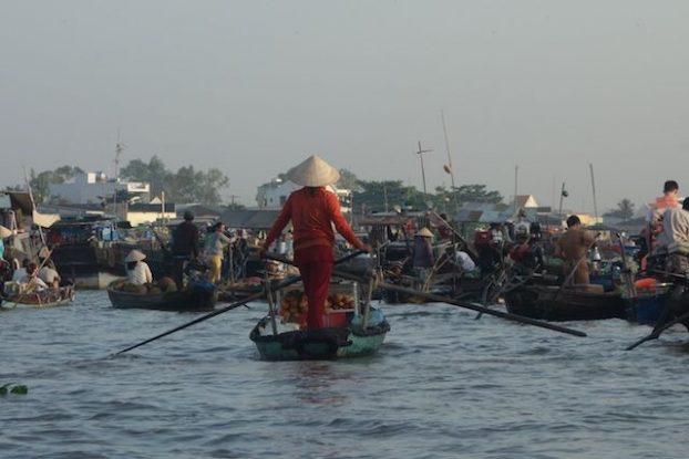 L'un des plus beaux marche flottant sur le Delta du Mekong se trouve du cote de Can Tho blog https://yoytourdumonde.fr