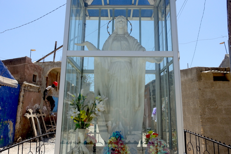 Statue d'un saint catholique sur l'ile aux coquillages photo blog voyage tour du monde. https://yoytourdumonde.fr