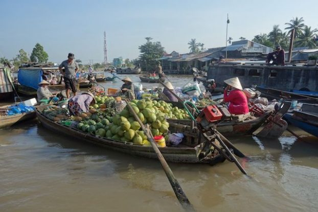 Les couleurs et la beaute du marche flottant de Can Tho au Vietnam sur le Delta du Mekong blog https://yoytourdumonde.fr