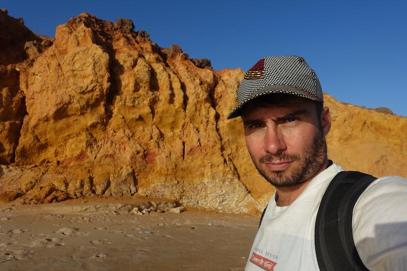 Plage et falaise à Popenguine au Sénégal photo blog voyage tour du monde https://yoytourdumonde.fr