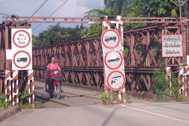 pont laos luang prabang photo blog voyage tour du monde https://yoytourdumonde.fr
