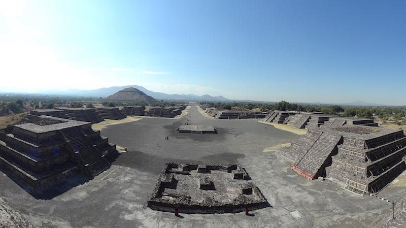 Vue d'ensemble de Teotihuacan près de Mexico City photo blog voyage tour du monde travel https://yoytourdumonde.fr
