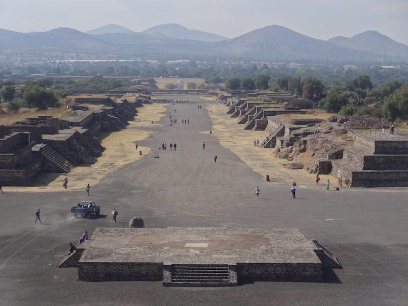 Allée des morts à Teotihuacan près de Mexico City photo blog voyage tour du monde travel https://yoytourdumonde.fr