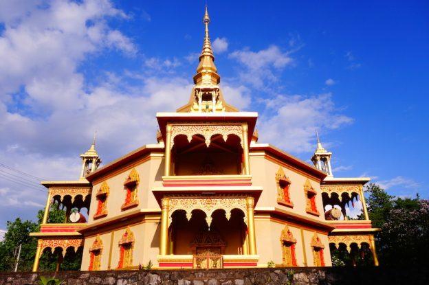 Temple magnifique à Luang Prabang au Laos photo blog voyage tour du monde https://yoytourdumonde.fr